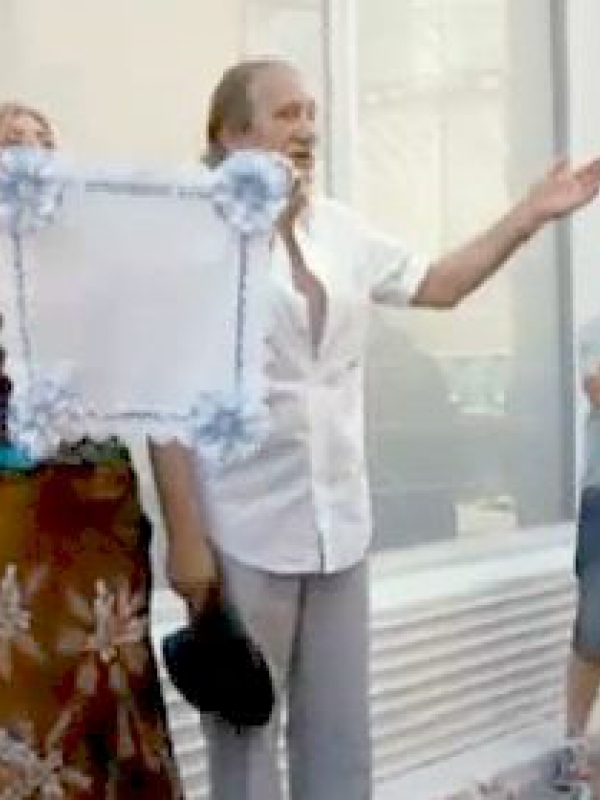 """La famosa """"prueba del pañuelo"""" en las bodas del rito gitano"""